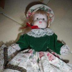 Muñecas Porcelana: PEQUEÑA MUÑECA PORCELANA. Lote 54351641