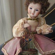 "Muñecas Porcelana: MUÑECA AUTÓMATA ""EDUCADORA DE PÁJAROS"" REUGE, C. 1970 AUTOMATON DOLL. Lote 54384896"