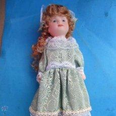 Muñecas Porcelana: MUÑECA DE PORCELANA SIN MARCAS , ESTA NUEVA EN SU CAJA AÑOS 90. Lote 54582713