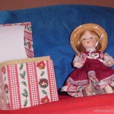 Muñecas Porcelana: MUÑECA DE PORCELANA CON CAJA DECORATIVA.. Lote 56147388