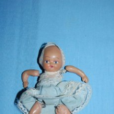 Muñecas Porcelana: BEBE EN TERRACOTA O PORCELANA CIRCA 1920. Lote 56150874
