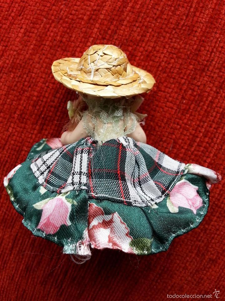 Muñecas Porcelana: PEQUEÑA MUÑECA DE PORCELANA Y VESTIMENTA ARTESANAL - Foto 2 - 57194283