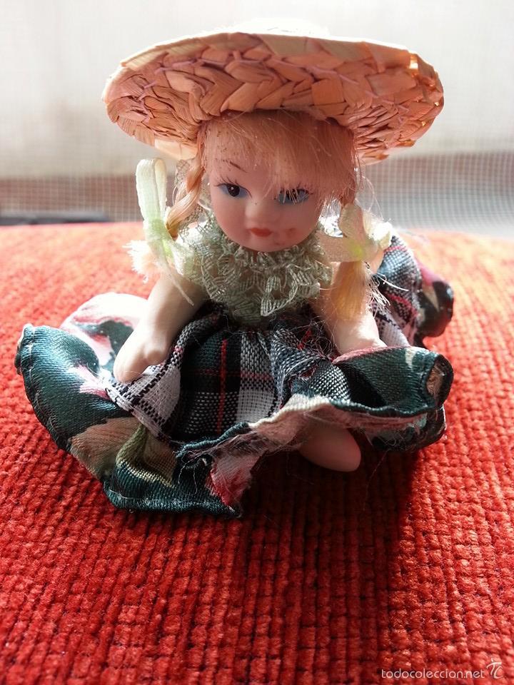 Muñecas Porcelana: PEQUEÑA MUÑECA DE PORCELANA Y VESTIMENTA ARTESANAL - Foto 4 - 57194283