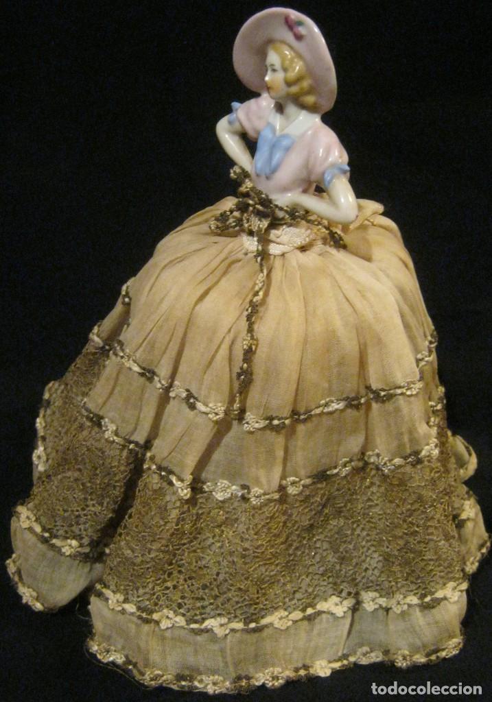 Muñecas Porcelana: ANTIGUA BOMBONERA CON MUÑECA DE PORCELANA PPIO. S. XX - Foto 2 - 65009579