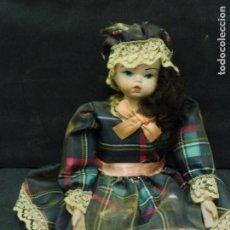 Muñecas Porcelana: MUÑECA CON CABEZA MANOS Y PIES DE PORCELANA RESTO CUERPO DE TRAPO F331. Lote 67087141
