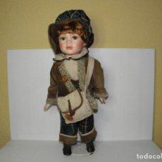 Muñecas Porcelana: BONITO MUÑECO DE PORCELANA. Lote 68062205