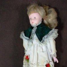 Muñecas Porcelana: MUÑECA DE PORCELANA CON PRECIOSO VESTIDO DE ENCAJES. Lote 69484685