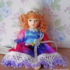 Muñecas Porcelana: MINI MUÑECA PORCELANA MUÑECA PELIRROJA MUÑEQUITA MINIATURA CASA MUÑECAS. Lote 69690661