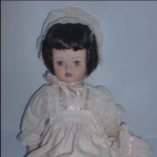 Muñecas Porcelana: BONITA MUÑECA DE PORCELA ITALIANA. HECHA A MANO. LE BAMBOLE DI JAGO. 34,5 CM ALTO.. Lote 71444923