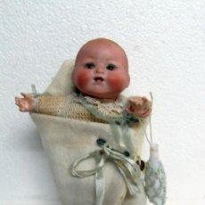 Bebé en miniatura cabeza de porcelana