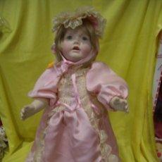 Muñecas Porcelana: MUÑECA PORCELANA RAMÓN Y JOSEFINA INGLES AÑOS 70, TODA DE PORCELANA, ARTICULADA, 52 CM, NUEVA .. Lote 72207303