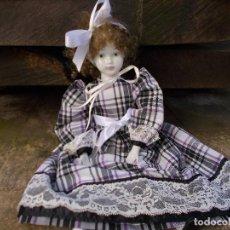 Muñecas Porcelana: MUÑECA DE PORCELANA MIDE SOBRE 38 CENT ESTA COMO NUEVA ,LA ROPA ES DE ORIGEN. Lote 75801939
