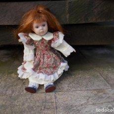 Muñecas Porcelana: MUÑECA DE PORCELANA ,MIDE 20 CENTIMETROS ,ESTA COMO NUEVA.. Lote 75802155