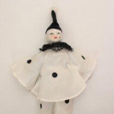 Muñecas Porcelana: MUÑECO DE PORCELANA MATE. PIERROT ARLEQUÍN DE LOS AÑOS 80. CUERPO DE TRAPO.. Lote 76968017