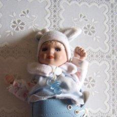 Muñecas Porcelana: MUÑECA PORCELANA Y TRAPO. 16 CMS. CABEZA Y MANOS DE PORCELANA. CAJA DE MÚSICA A CUERDA.. Lote 77751961