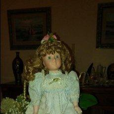 Muñecas Porcelana: PRECIOSA MUÑECA DE PORCELANA. Lote 79623405
