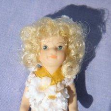 Muñecas Porcelana: MUÑECA DE PORCELANA MINIATURA, PARA CASA DE MUÑECAS. Lote 81163812