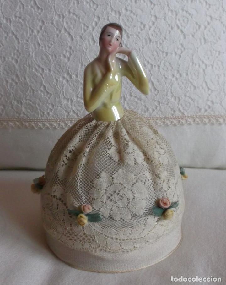 Muñecas Porcelana: Muñeca antigua de porcelana medio cuerpo con falda de encaje, años 20 - Foto 2 - 83360620