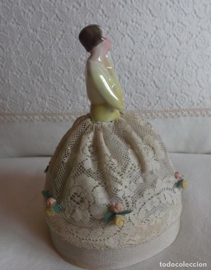Muñecas Porcelana: Muñeca antigua de porcelana medio cuerpo con falda de encaje, años 20 - Foto 4 - 83360620