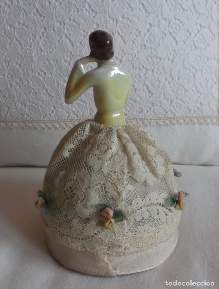 Muñecas Porcelana: Muñeca antigua de porcelana medio cuerpo con falda de encaje, años 20 - Foto 5 - 83360620