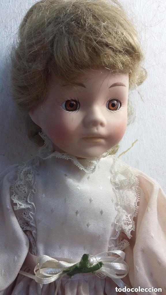 GRANDE MUÑECA DE PORCELANA TELA Y ALAMBRE OJOS DE CRISTAL (Juguetes - Muñeca Extranjera Moderna - Porcelana)