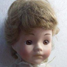 Muñecas Porcelana: GRANDE MUÑECA DE PORCELANA TELA Y ALAMBRE OJOS DE CRISTAL. Lote 86206448