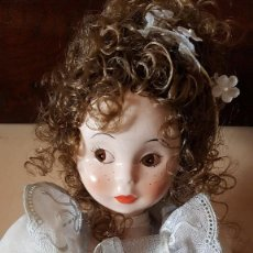 Muñecas Porcelana: MUÑECA DE PORCELANA FINA BRILLANTE. 40 CM. MARCA FANAS. Lote 89469660