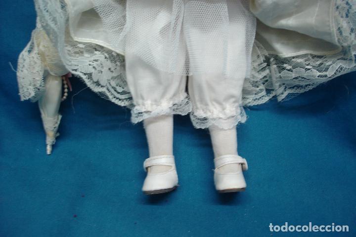 Muñecas Porcelana: MUÑECA DE PORCELANA DE 42 cm. CON UN PRECIOSO VESTIDO CON PAMELA Y SOMBRILLA A JUEGO - Foto 4 - 91306710