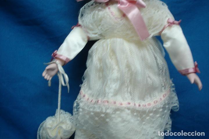 Muñecas Porcelana: MUÑECA DE PORCELANA DE 42 cm. CON UN PRECIOSO VESTIDO CON PAMELA Y SOMBRILLA A JUEGO - Foto 6 - 91306710