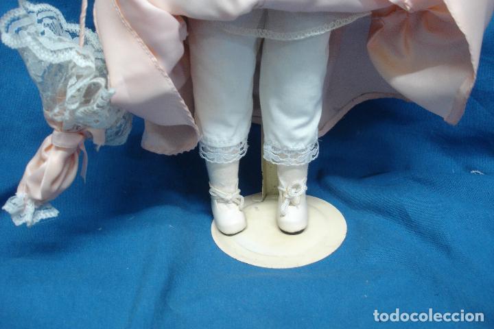 Muñecas Porcelana: MUÑECA DE PORCELANA DE 44 cm. CON UN PRECIOSO VESTIDO ROSA, SOMBRERO Y SOMBRILLA A JUEGO + SOPORTE - Foto 4 - 91340010