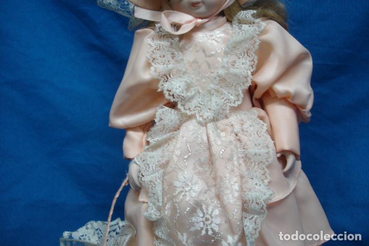 Muñecas Porcelana: MUÑECA DE PORCELANA DE 44 cm. CON UN PRECIOSO VESTIDO ROSA, SOMBRERO Y SOMBRILLA A JUEGO + SOPORTE - Foto 7 - 91340010