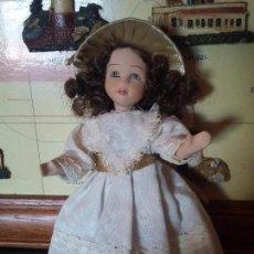 Muñecas Porcelana: LINDA MUÑEQUITA CON SOMBRERO. Lote 93960005