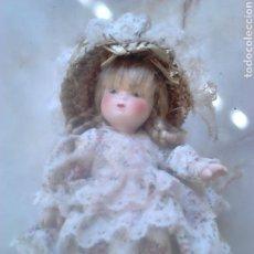 Muñecas Porcelana: BONITA MUÑECA,DE 17 CM,DE PORCELANA,DESCONOZCO, VER FOTOS. Lote 94137778