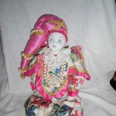 Muñecas Porcelana: BONITO PIERROT DE PORCELANA Y RELLENO MARCADO EN EL CUELLO GELY BOBES. Lote 94337714