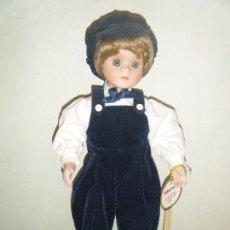Muñecas Porcelana: MUÑECA NIÑO DE PORCELANA DE COLECCIÓN ALBERON DOLLS LONDON. Lote 96114755