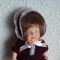 Muñecas Porcelana: MUÑECA DE PORCELANA BISCUIT CON VESTIDO TERCIOPELO. Lote 97452439
