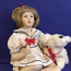 Muñecas Porcelana: MUÑECA DE PORCELANA NIÑA CON PERRO DE COLECCION.. Lote 98098355