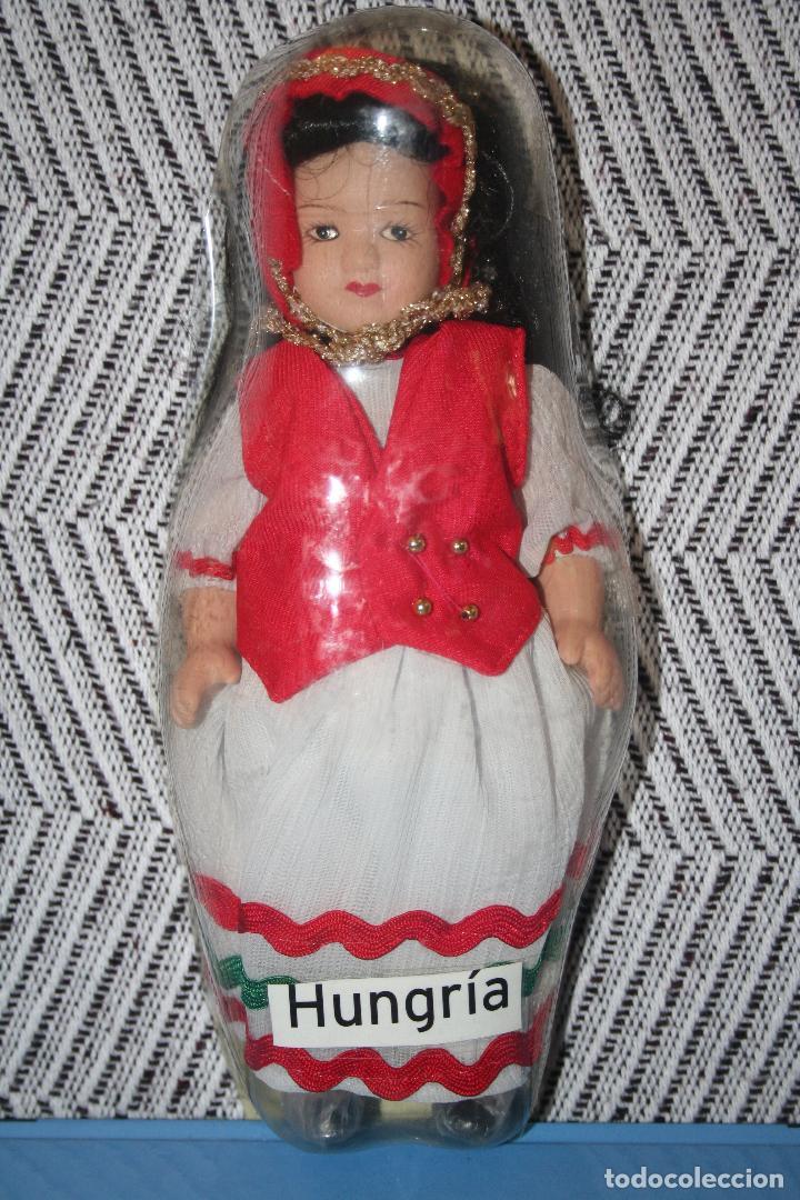 HUNGRIA *** MUÑECAS DEL MUNDO DE PORCELANA (1986) *** ROPA TRADICIONAL *** NUEVA *** (Juguetes - Muñeca Extranjera Moderna - Porcelana)