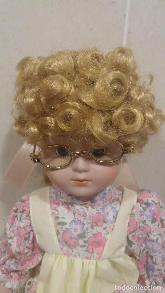 Muñecas Porcelana: Muñeca porcelana con gafas - Porcelain Doll - En caja original - Foto 2 - 99843951