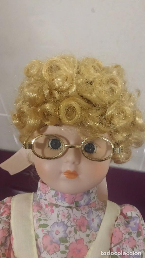 Muñecas Porcelana: Muñeca porcelana con gafas - Porcelain Doll - En caja original - Foto 5 - 99843951