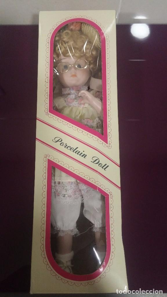 Muñecas Porcelana: Muñeca porcelana con gafas - Porcelain Doll - En caja original - Foto 12 - 99843951