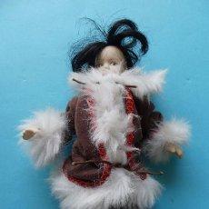 Muñecas Porcelana: MUÑECA DE PORCELANA CON SU ROPA ORIGINAL EN BUEN ESTADO - VER FOTO DEL REVERSO CON MEDIDAS. Lote 102971831