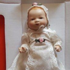 Muñecas Porcelana: BONITA MUÑECA DE PORCELANA NUEVA EN SU CAJA DE ORIGEN . Lote 102990603