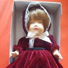 Muñecas Porcelana: BONITA MUÑECA DE PORCELANA NUEVA EN SU CAJA DE ORIGEN. Lote 102990607