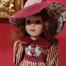 Muñecas Porcelana: BONITA MUÑECA DE PORCELANA. Lote 103446211