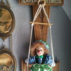 Muñecas Porcelana: PAYASO PORCELANA COLUMPIO. Lote 105173503
