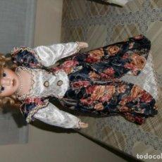 Muñecas Porcelana: MUÑECA ANTIGUA DE PORCELANA CON ROPA DE SU ÉPOCA.. Lote 105432259