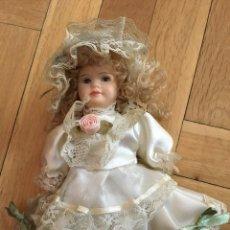 Muñecas Porcelana: ANTIGUA MUÑECA DE PORCELANA VESTIDO ORIGINAL. Lote 106917051