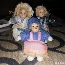 Muñecas Porcelana: ANTIGUA MUÑECA CABEZA DE CERAMICA O PORCELANA MUÑECOS SENTADOS EN BANCO. Lote 107166615