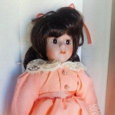 Muñecas Porcelana: MUÑECA DE PORCELANA FINA COLECCION ADORABLE MEMORIES AÑO 1989 USA. Lote 109074739